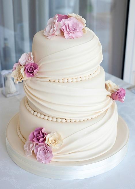 Bröllopstårta Med Blommor